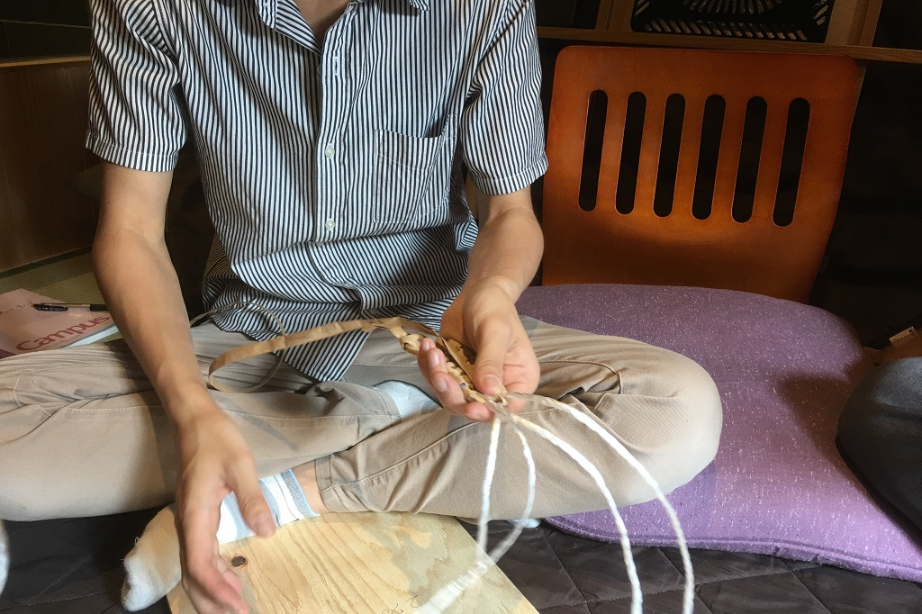 ゲストハウスでの文化体験~わら草履編~ 社長と私とで体験リハーサルしてきました!;