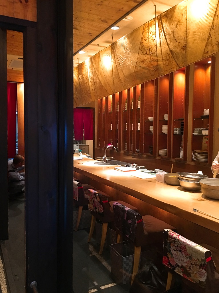 河原町の焼肉店新装工事が佳境の中、先斗町でも焼肉店の工事が始まっております。;