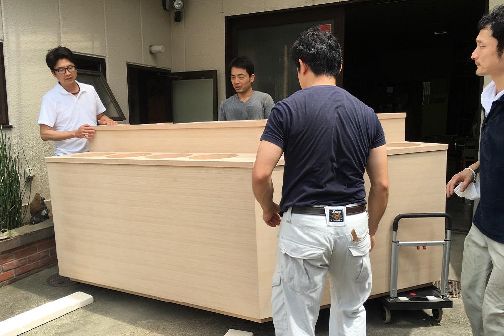 家具運搬搬入設置、大型家具の迫力!!からの焙煎機取付中!;