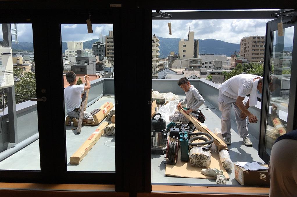ビル屋上に竹垣設置でございます!;
