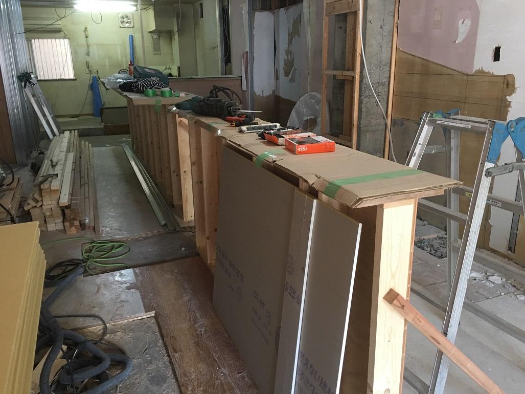 のわのわカフェ様移転工事はどんどん進んでおります!飲食店工事の最重要ポイントは厨房区画の形成でございます。;