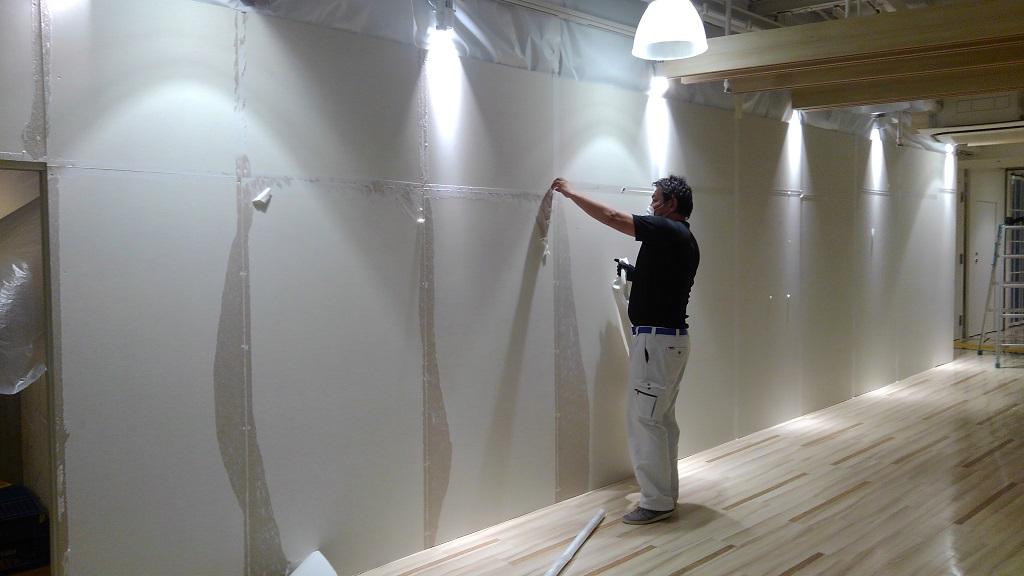大阪なんばシティ PANCAKE ROOM様本日オープンでございます。オープン前日に工事仮囲いの撤去でございます。;