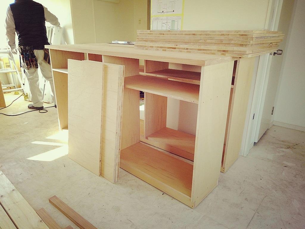 イワキスタイルは現場で家具造作もします~;