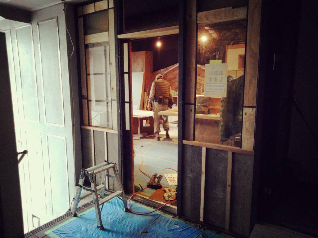 京都西院・焼鳥店「トリヤ」様の施工は、左官&タイル工事がずんずん進んでおります;