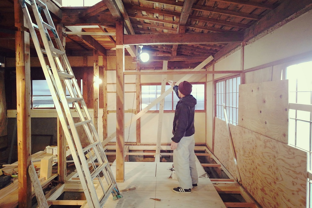 東山別荘は、引き続き大事な土台基礎の工事です!!!;