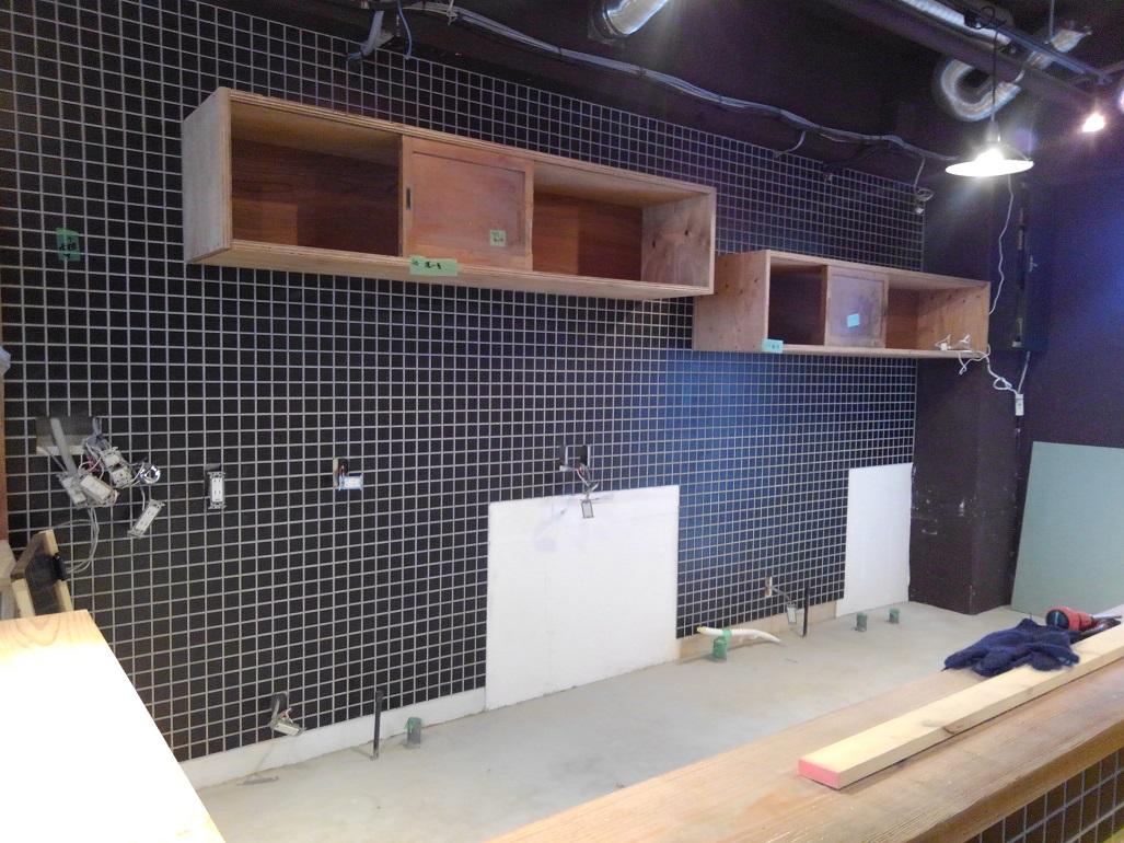 西院焼き鳥店は最終塗装工事に突入しております!!;