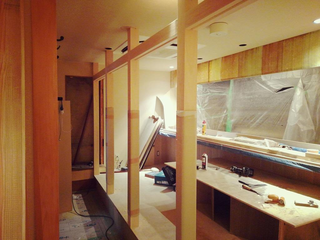 御所南日本料理さかい様。格子パネルを取付し新たな空間が出来ました。;