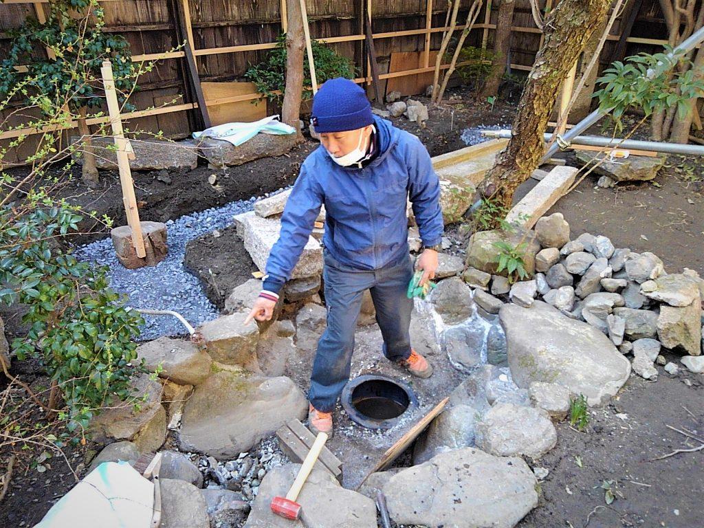 東山別邸。お庭の工事も始まってございます。庭師さんの細心のお仕事に脱帽です。;