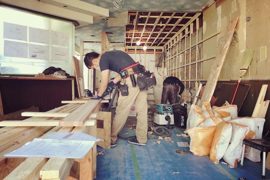 京都嵐山ピザ屋「PIZZERIA LUGARÀ」様。順調に工事が進む中、社内ではサイン看板のデータ作製を行っております!;