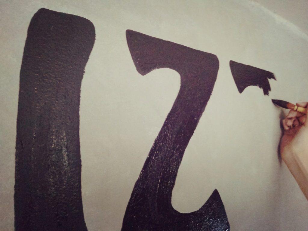 壁面手描きサインの良さ;