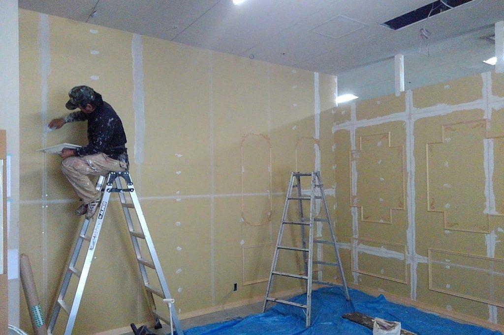 五条フォトスタジオは塗装工事で一気に完成に近づいています;