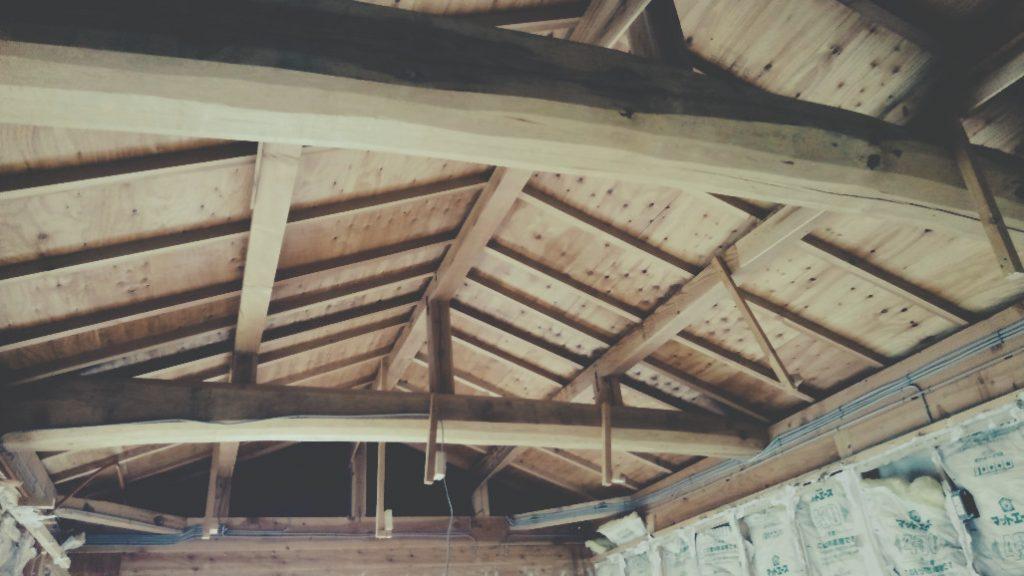 麩屋町六角ワインバーは構造体であります、ぶっとい梁を抜いてきました!!;