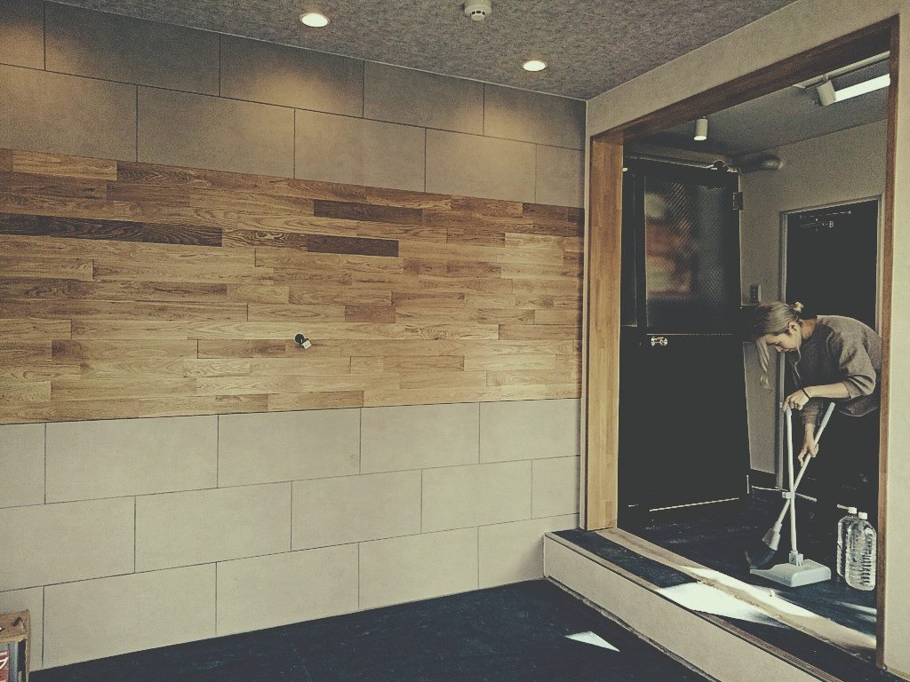 京都・高台寺「京あるき」様1Fエントランス改装工事も仕上げ進んでおります。;