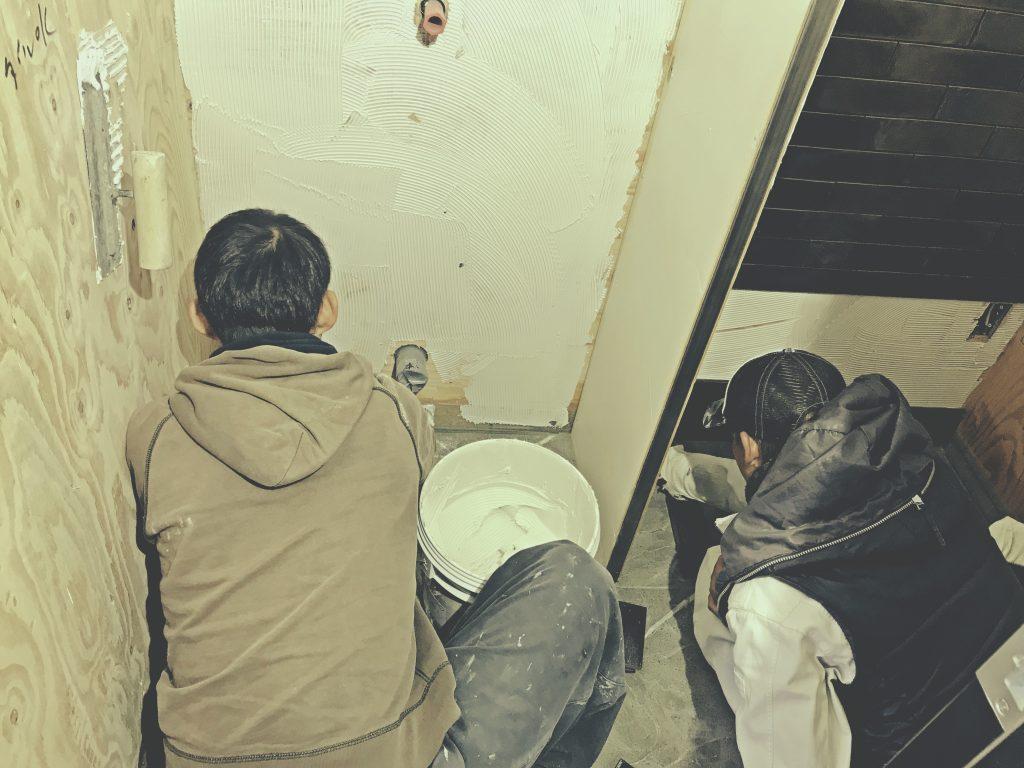 京都麩屋町六角ワインバーではタイル貼り工事を行いました!;