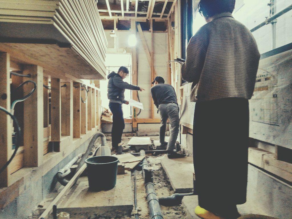 京都麩屋町六角のワインバーでは、最も細部迄大切なのオサマリ(収まり)打合せでございます。;