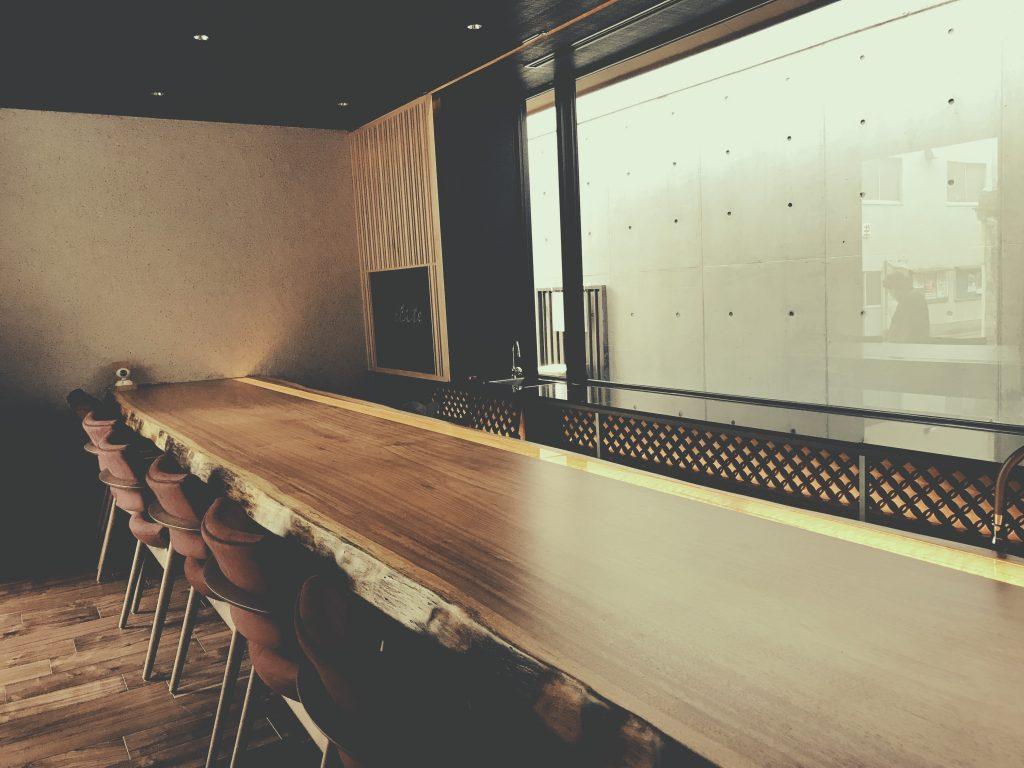 京都麸屋町六角ワインバーでは、;