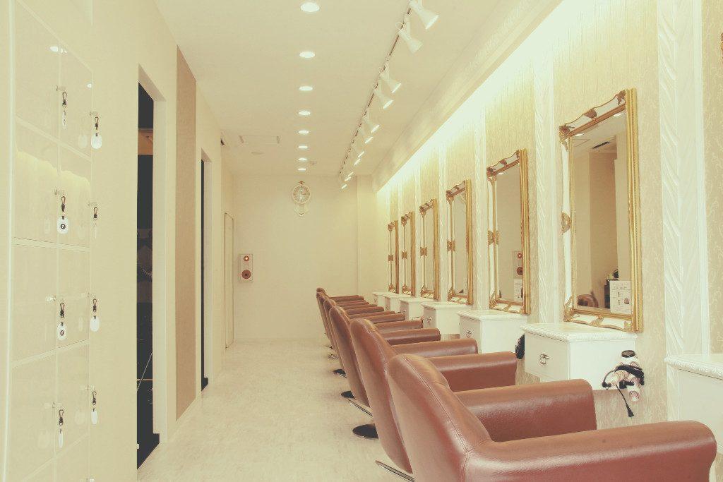 草津の美容室Plumeria様。大切な大切なお客様のプチ改装工事です。;