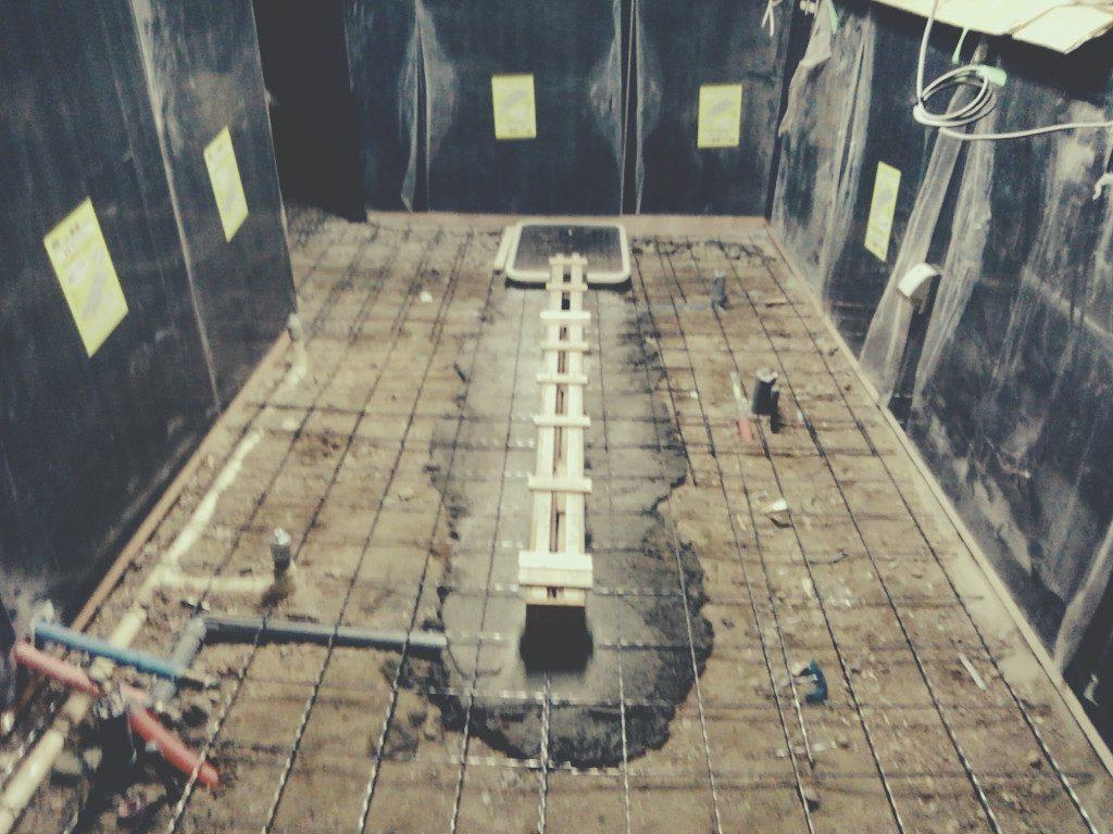 京都川端七条の鉄板焼料理店「KIMURA」様のコンクリートの打設(だせつ)です。;