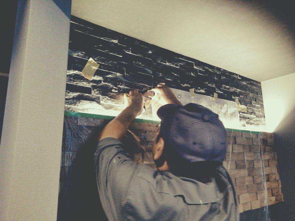 メンズサロンでは看板を取付し、ほぼ竣工まできております。;