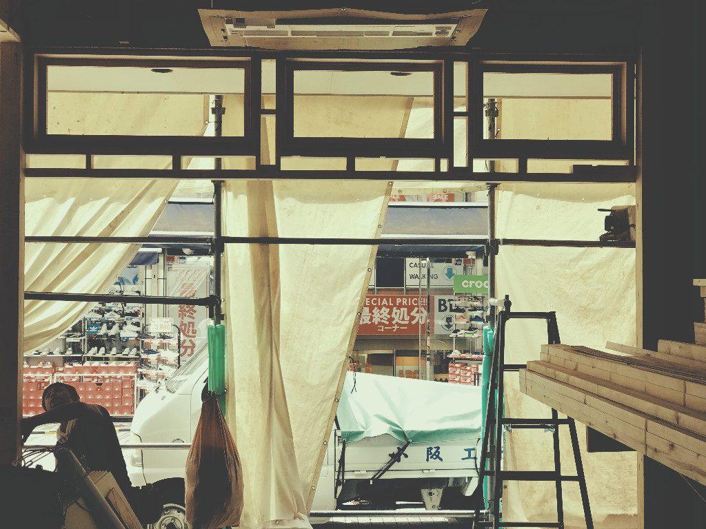 京都猫カフェの入口造作;