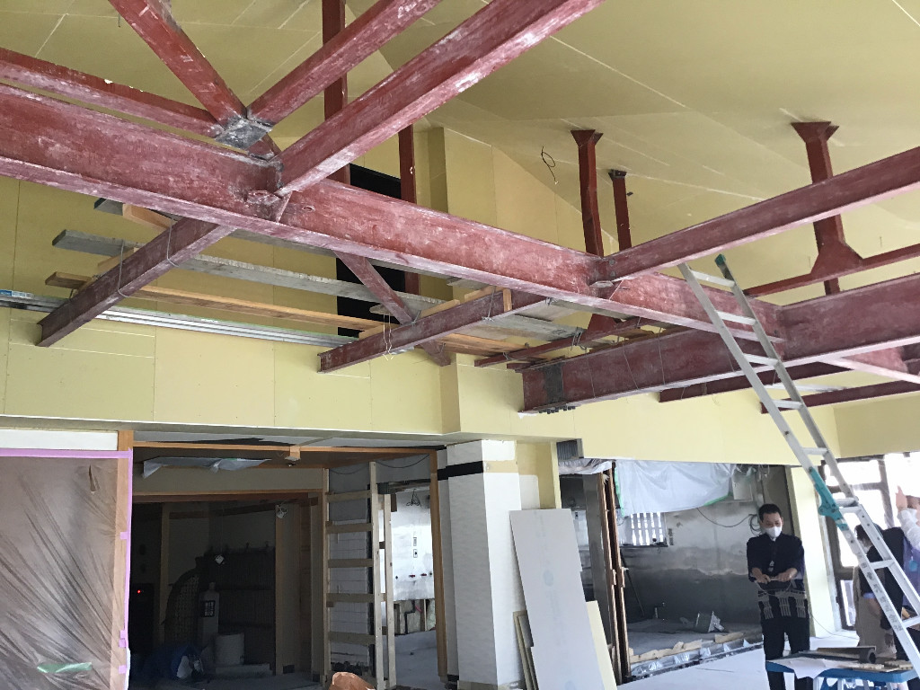 嵐山良彌様。高天井の造作がひと段落です。;