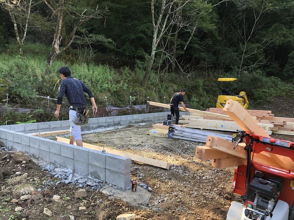 場所は京丹波、IWAKIスタッフ一同で建方です!;