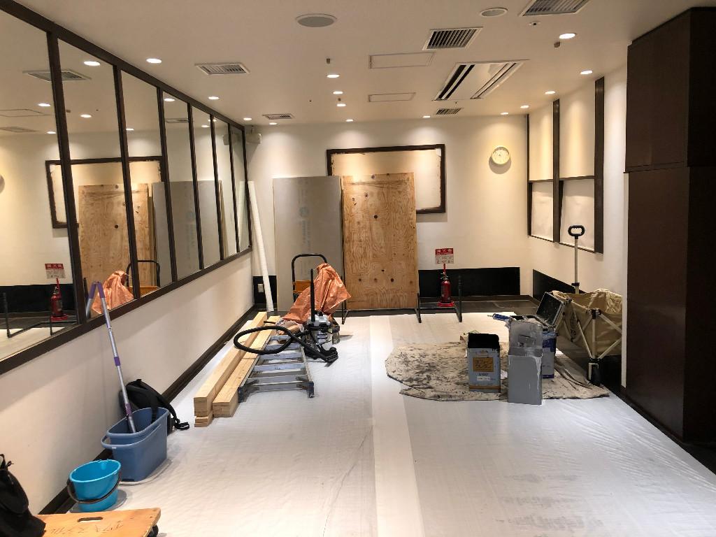 麺匠たか松様京都駅ビル店。店内造作も進んでおります。;